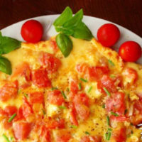 Omelette with tomatoes and fresh herbs